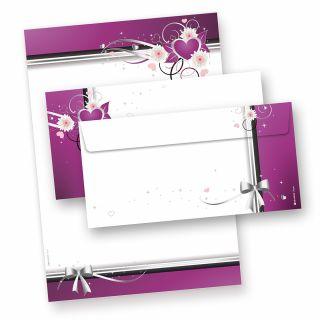 HERZEN Briefpapier-Set  (25 Sets inkl. Kuverts) in Präsentmappe. Hochwertiges Set mit Briefbögen und passenden Umschlägen mit elegantem Herzmotiv für romantische Briefe.